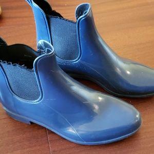 Blue rainboots